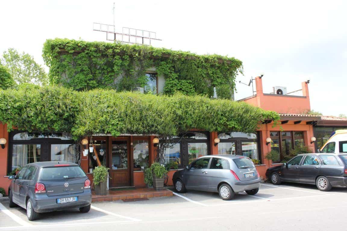 Ristorante Al Ponte - Cavallino-Treporti - genügend Parkplätze vor dem Haus